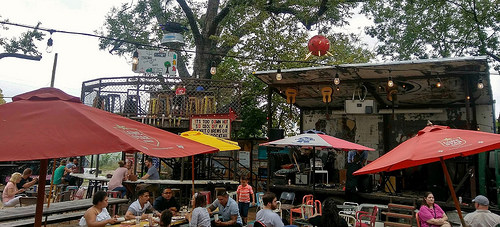 The ambiente of the Truck Yard in Lower Greenville