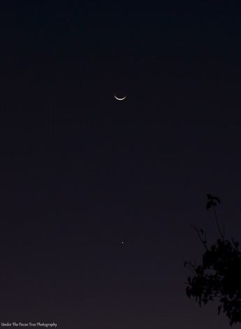 The waning crescent Moon and Venus (10-17-2017)