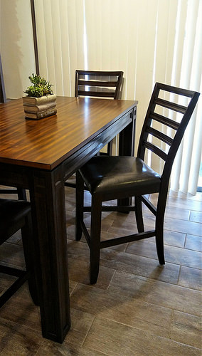 I love the new dining set. It's a nice present from Kevin, Katelynn and Sara.