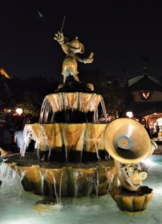 The musical water fountain in Mickey's Toontown
