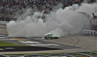 Kyle Busch (#18) wins for the 3rd time in the Texas Motor Speedway.