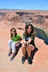 Sara and Katelynn at the edge of the Horseshoe Bend