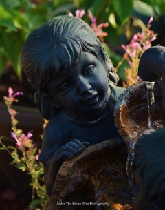 The little girl at the fountain