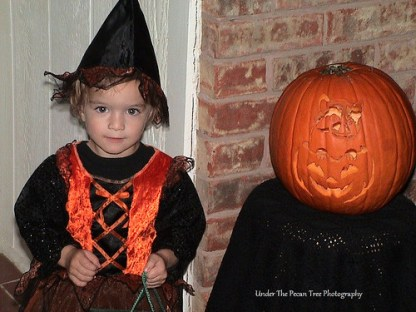 "In 2006 Katelynn started to love Halloween. She was so cute, when she knocked on the doors all by herself, and said: ""Tick-o-Teeeaat"". :D"