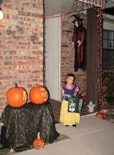 Katelynn is ready for some Trick-or-Treat. (2007)
