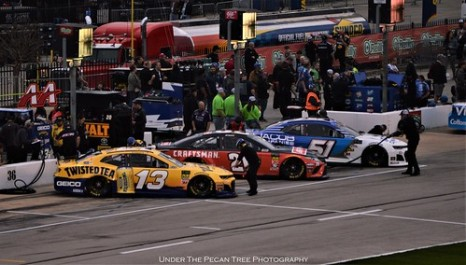 The cars are parking for the positioning race.
