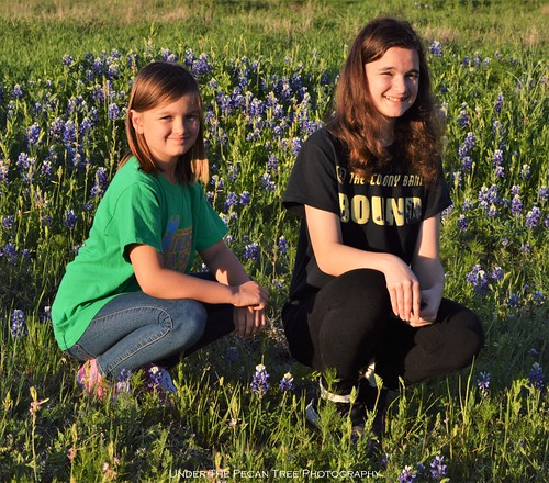 Finally, I've could capture both our girls in the field of Bluebonnets at the Arbor Hills Nature Preserve.