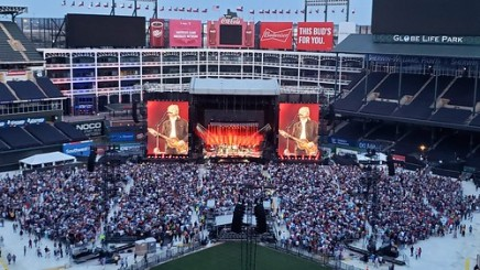 Paul McCartney in Globe Life Park in Arlington, Texas