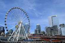 Seattle's Great Wheel in front of the skyline
